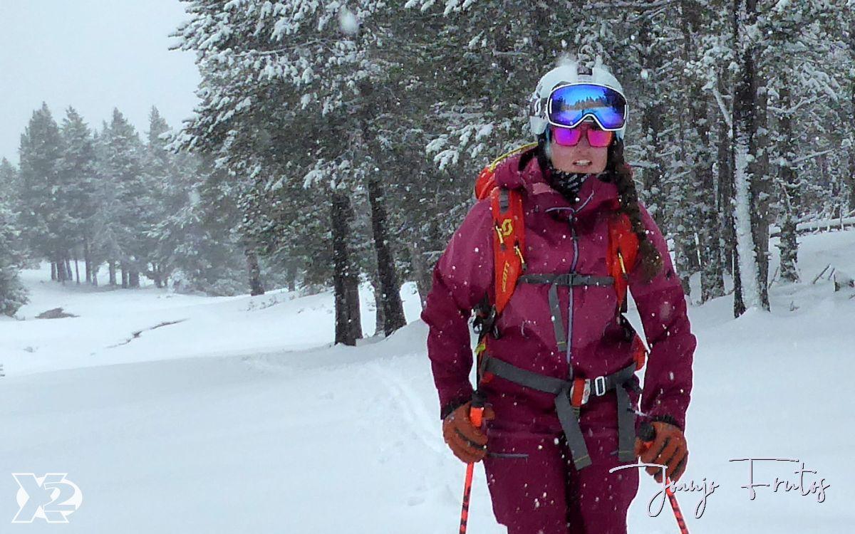 Esquí de travesía por el bosque de Cerler.